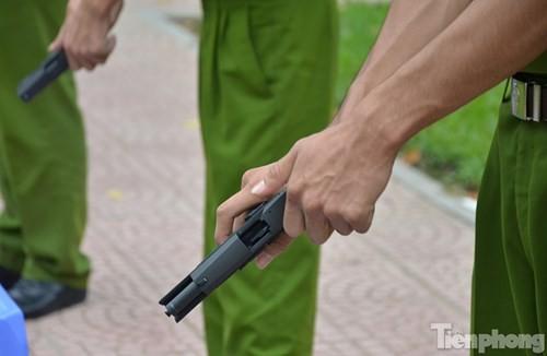 Xem chiến sĩ cảnh sát tập luyện với súng ngắn hiện đại - ảnh 4