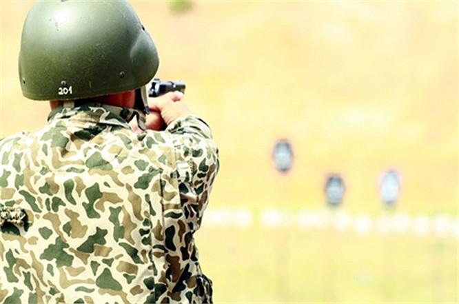 Lính đặc công luyện tập tác chiến chống khủng bố ảnh 1