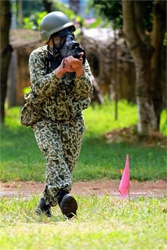 Lính đặc công luyện tập tác chiến chống khủng bố ảnh 2