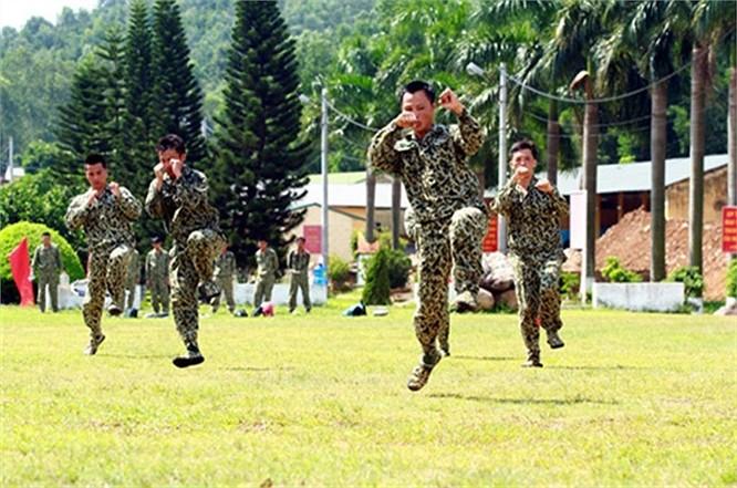 Lính đặc công luyện tập tác chiến chống khủng bố ảnh 9