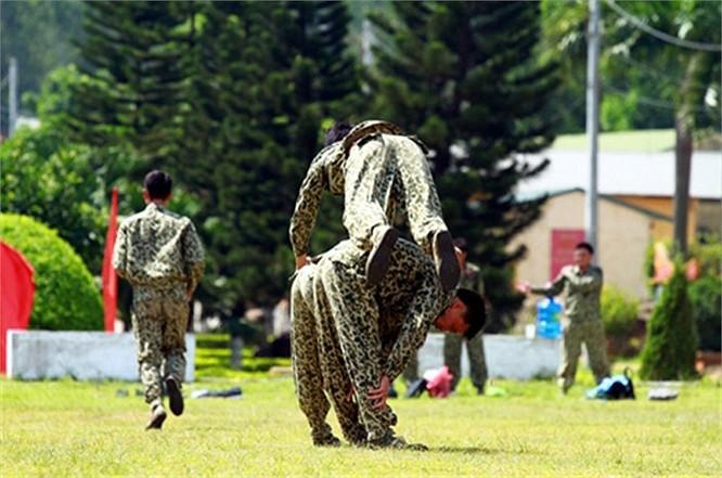 Lính đặc công luyện tập tác chiến chống khủng bố ảnh 10