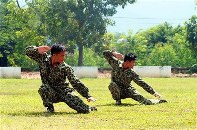 Lính đặc công luyện tập tác chiến chống khủng bố ảnh 11
