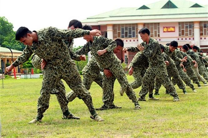 Lính đặc công luyện tập tác chiến chống khủng bố ảnh 13
