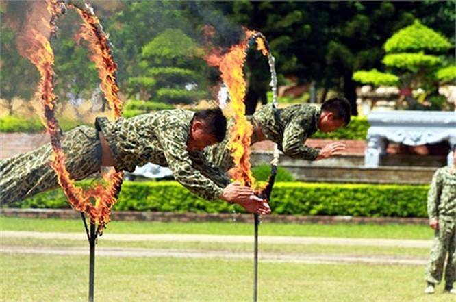 Lính đặc công luyện tập tác chiến chống khủng bố ảnh 15