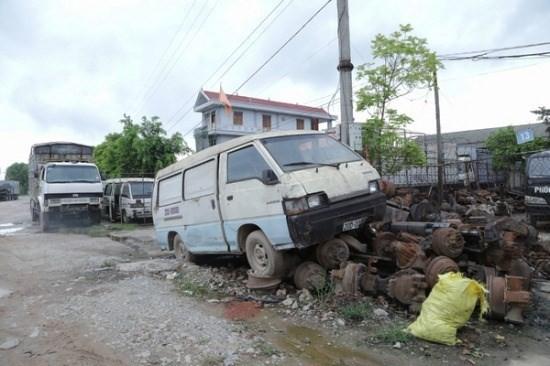 """""""Nghĩa địa xe ô tô"""" của những tỷ phú ở Bắc Giang ảnh 1"""