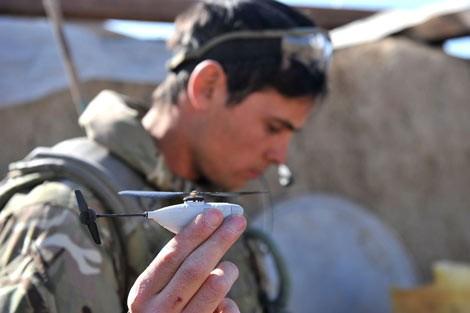 UAV siêu nhỏ Black Hornet: 'Đồ chơi' mới của lính thủy đánh bộ Mỹ ảnh 5