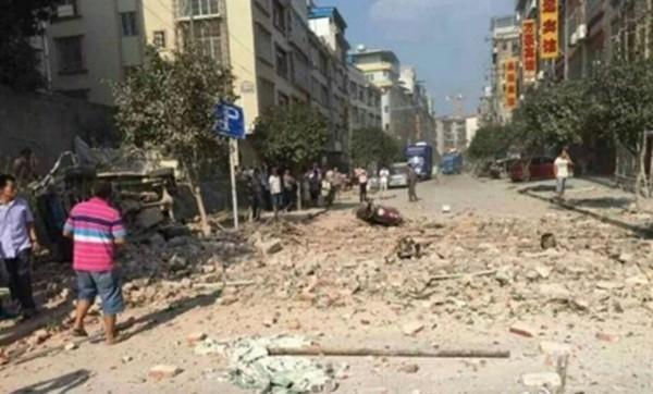 Bom nổ liên tiếp 17 địa điểm tại Trung Quốc, nhiều tòa nhà sập ảnh 10