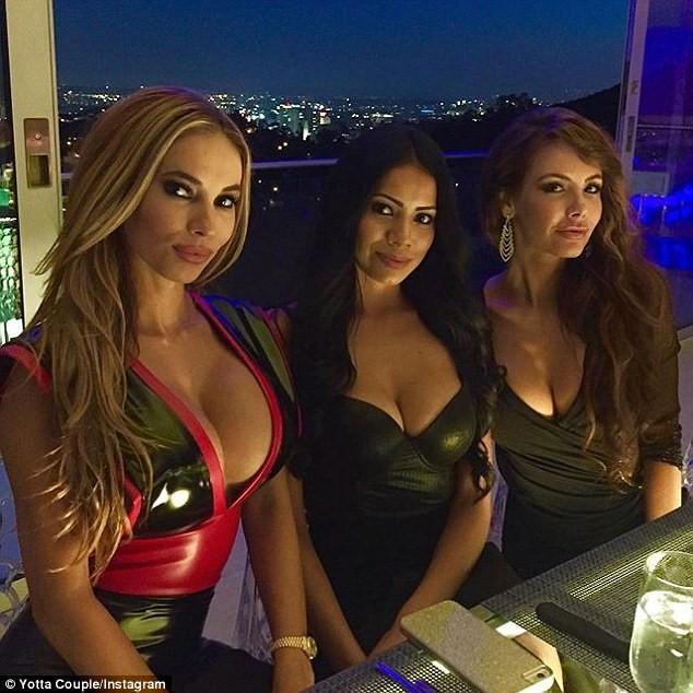 Biệt thự Playboy quanh năm tiệc tùng, gái đẹp ảnh 19