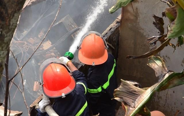 TPHCM: Biển lửa thiêu rụi công ty may, nhà xưởng đổ sập ảnh 1