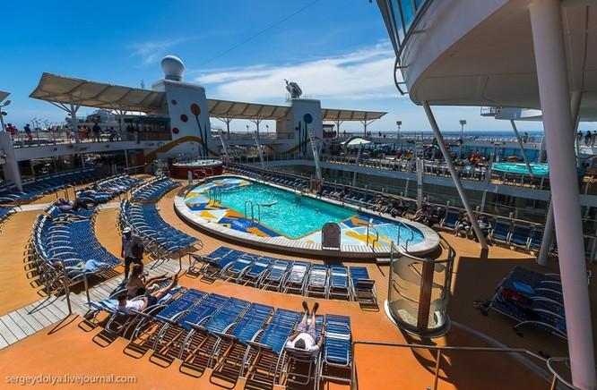 Tàu du lịch lớn nhất hành tinh Allure of the Seas ảnh 2