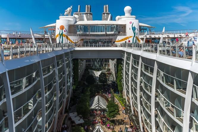 Tàu du lịch lớn nhất hành tinh Allure of the Seas ảnh 8
