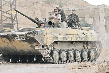 Dưới hỏa lực Nga - Bộ binh, xe tăng Syria giành từng mét đất từ tay khủng bố ảnh 2