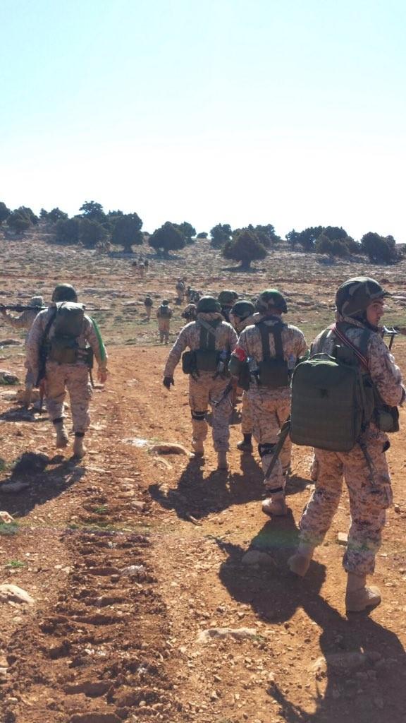 Chiến trận giằng co ác liệt giữa quân đội Syria và chiến binh IS, en - Nursa ảnh 12