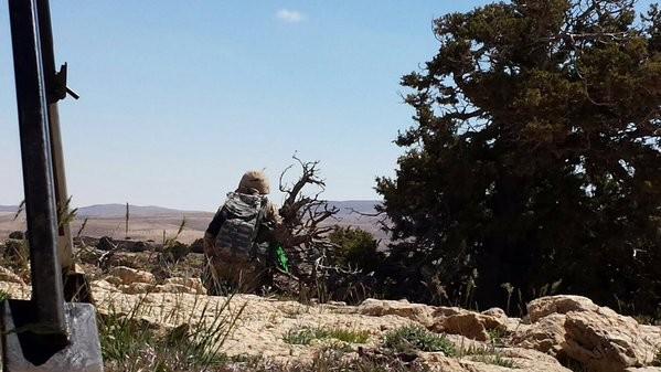 Chiến trận giằng co ác liệt giữa quân đội Syria và chiến binh IS, en - Nursa ảnh 13