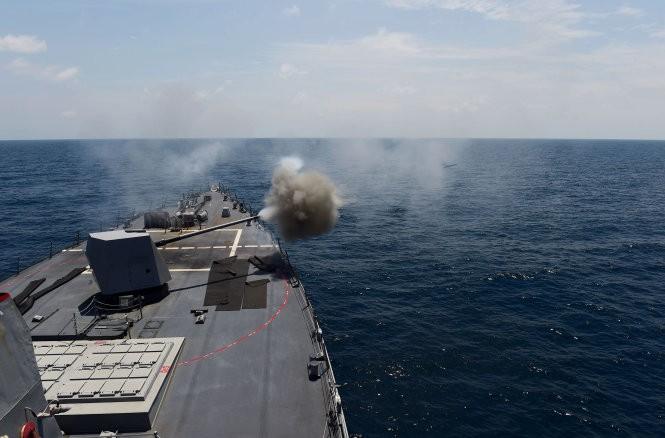 Khu trục hạm Mỹ đang tiến sát đảo nhân tạo, Trung Quốc phản ứng mạnh ảnh 8