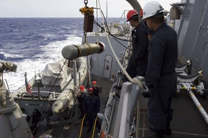 Khu trục hạm Mỹ đang tiến sát đảo nhân tạo, Trung Quốc phản ứng mạnh ảnh 5