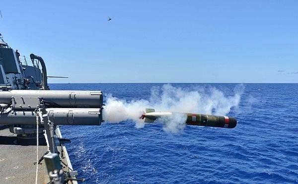 Khu trục hạm Mỹ đang tiến sát đảo nhân tạo, Trung Quốc phản ứng mạnh ảnh 6