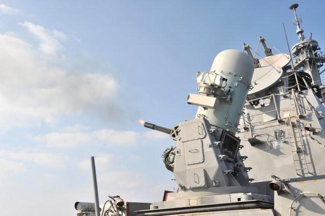 Khu trục hạm Mỹ đang tiến sát đảo nhân tạo, Trung Quốc phản ứng mạnh ảnh 7