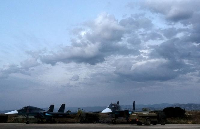 Đột nhập căn cứ không quân Nga ở Syria ảnh 14