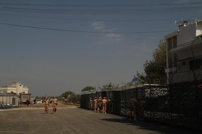 Đột nhập căn cứ không quân Nga ở Syria ảnh 27
