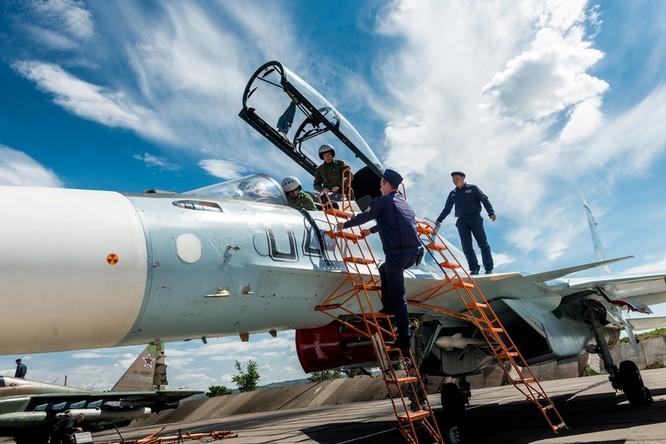 Một ngày trong căn cứ không quân chiến lược Nga ảnh 9