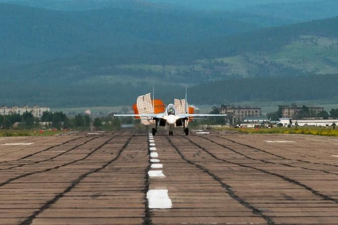 Một ngày trong căn cứ không quân chiến lược Nga ảnh 16