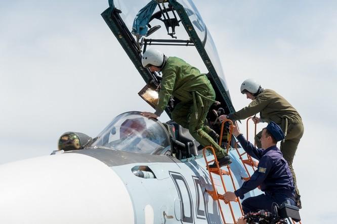 Một ngày trong căn cứ không quân chiến lược Nga ảnh 21
