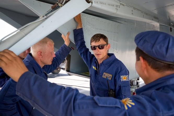 Một ngày trong căn cứ không quân chiến lược Nga ảnh 42