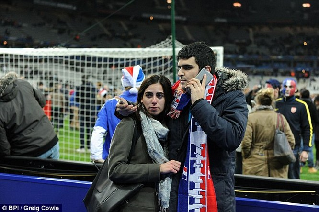 Những khoảnh khắc hãi hùng vụ tấn công đẫm máu tại Paris ảnh 9