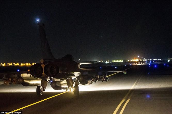 Video chiến đấu cơ Pháp trút bão lửa báo thù IS ảnh 2