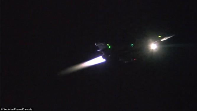Video chiến đấu cơ Pháp trút bão lửa báo thù IS ảnh 3