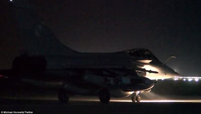 Video chiến đấu cơ Pháp trút bão lửa báo thù IS ảnh 4