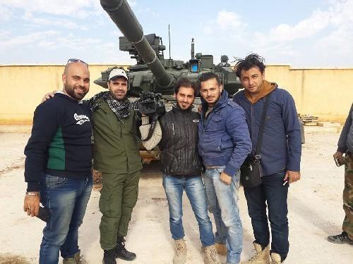 Cuộc chiến Syria tăng nhiệt với xe tăng T-90 ở Aleppo ảnh 1
