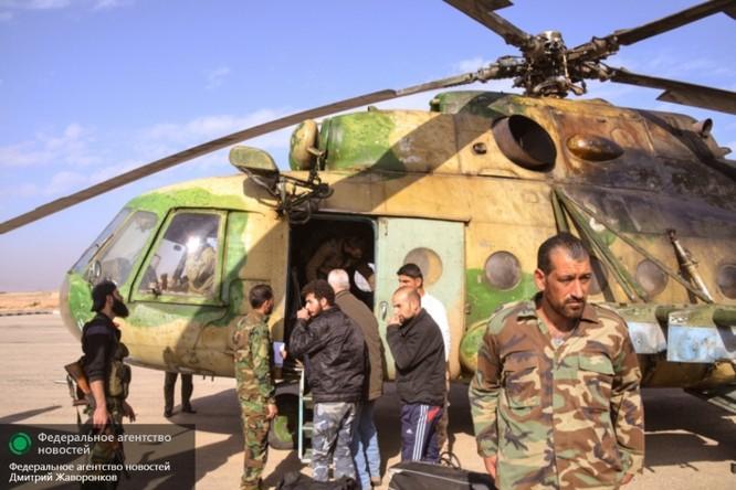 Cầu hàng không Mi-8: nguồn sống của Deir ez-Zor ảnh 1