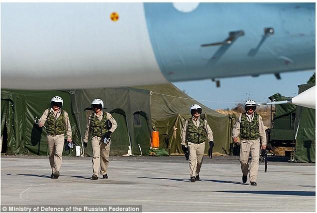 Phi công Nga tham gia hiến dịch quân sự tại Syria và cảnh máy bay Nga ném bom các mục tiêu khủng bố