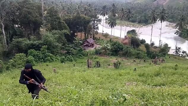 Sốc: IS tổ chức căn cứ huấn luyện khủng bố ở Philiphines ảnh 3