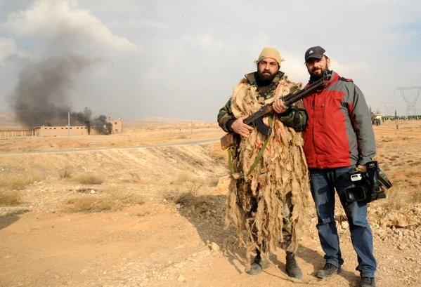 Tấn công với T-90 ở Aleppo, thế phong tỏa biên giới Thổ Nhĩ Kỳ của quân đội Syria rõ dần ảnh 24