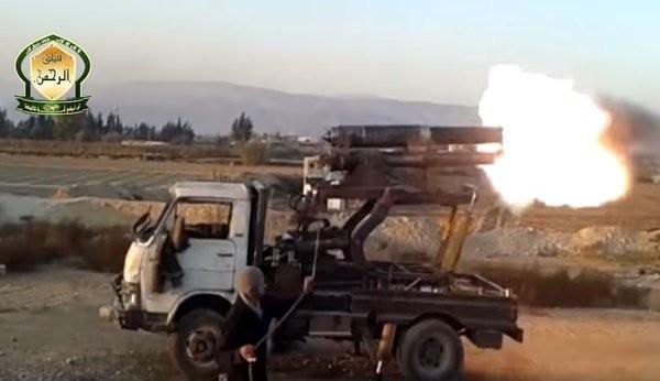 Tấn công với T-90 ở Aleppo, thế phong tỏa biên giới Thổ Nhĩ Kỳ của quân đội Syria rõ dần ảnh 20