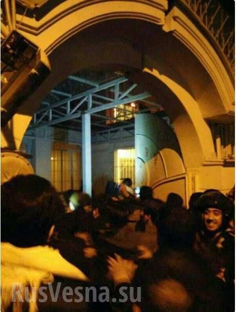 Nóng: Đại sứ quán Ả rập Xê út ở thủ đô Teheran, Iran bị tấn công ảnh 1