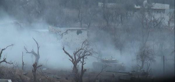 Video: chiến tuyến quân đội Syria ngày đầu năm ảnh 3