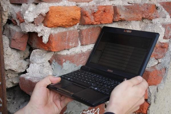 Những chiếc USB bí ẩn giấu trong bức tường trên khắp thế giới ảnh 5