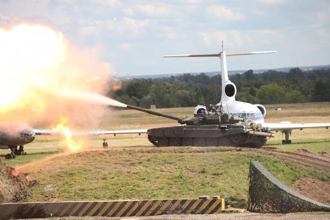Choáng ngợp uy lực siêu tăng Armata Nga ảnh 2