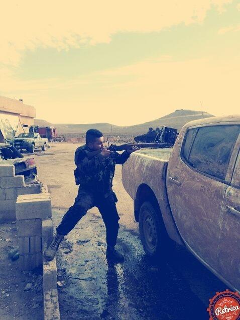 Quân đội Syria tiến công mạnh ở Aleppo và Raqqa với vũ khí mới của Nga ảnh 19