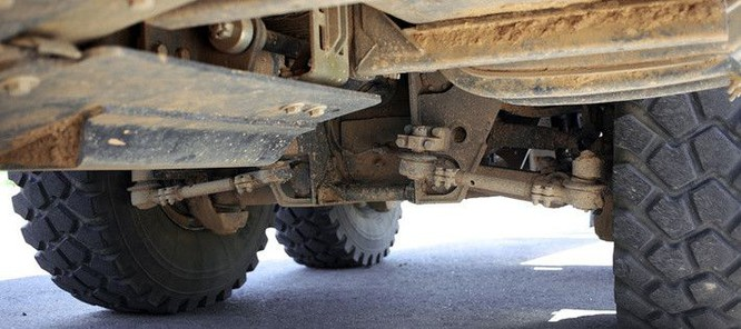 """Cận cảnh xe vận tải thiết giáp """"Taifun-U"""" chống bạo loạn, khủng bố ảnh 8"""