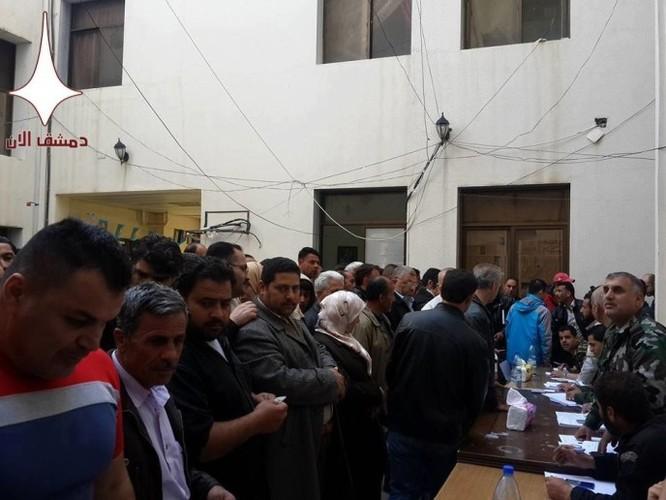 1200 người rời khỏi thị trấn của quân phiến loạn ở miền nam Syria ảnh 4
