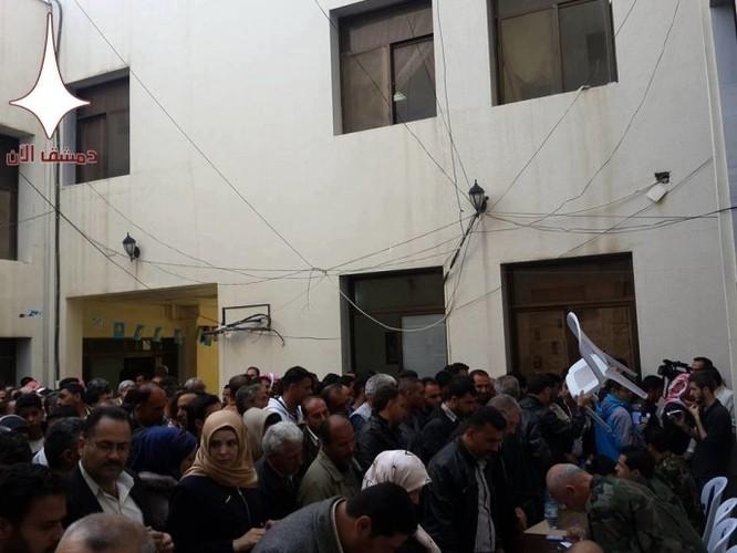 1200 người rời khỏi thị trấn của quân phiến loạn ở miền nam Syria ảnh 2