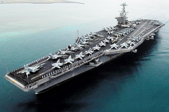 Cụm tàu sân bay chiến đấu Mỹ phô diễn uy lực ở Biển Đông ảnh 1