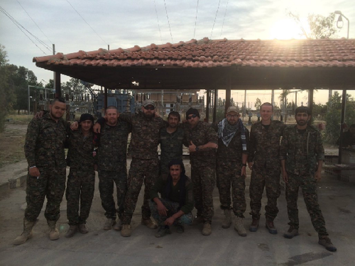 Video + photo của một cựu binh người Anh, chiến đấu trong hàng ngũ người Kurd chống IS ảnh 16