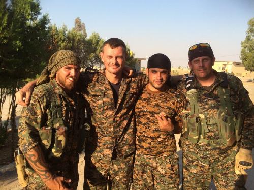 Video + photo của một cựu binh người Anh, chiến đấu trong hàng ngũ người Kurd chống IS ảnh 19