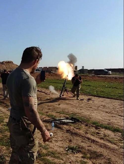 Video + photo của một cựu binh người Anh, chiến đấu trong hàng ngũ người Kurd chống IS ảnh 25